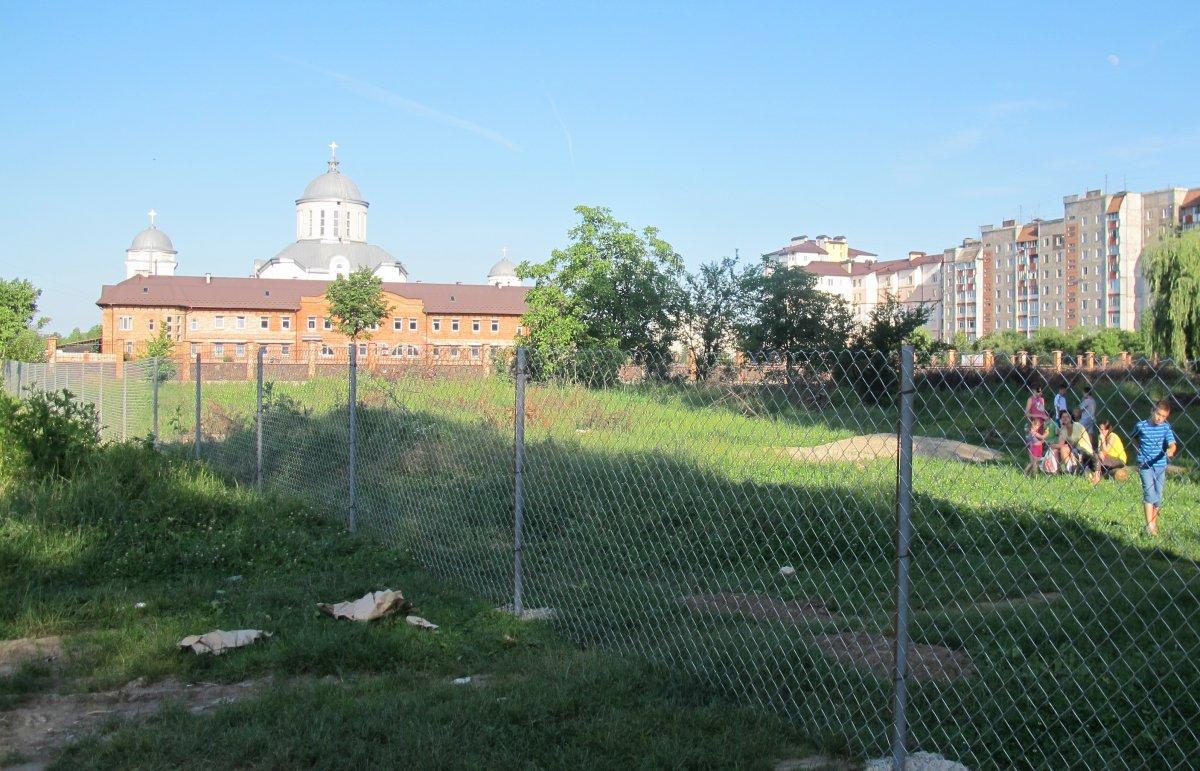 У Івано-Франківську церква готова віддати місту частину парку, але вимагає за це земельну ділянку