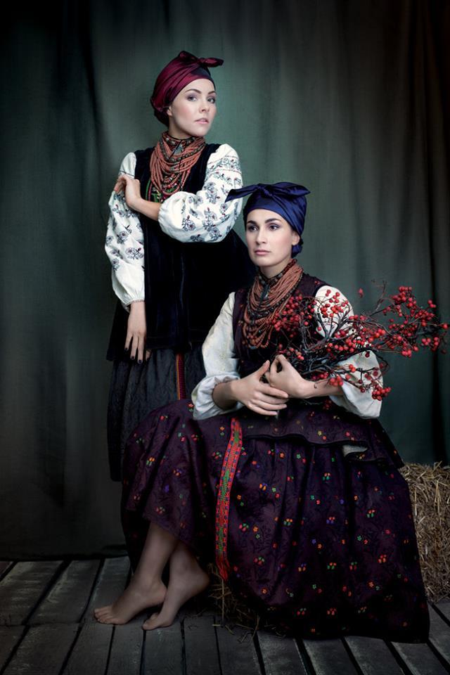 Українські співачки вдягнули національні костюми для благодійного ... 3273947dc1165