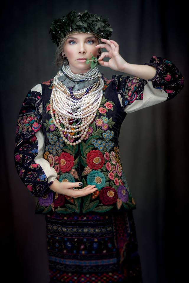 Українські співачки вдягнули національні костюми для благодійного ... 8c714208e0ac6