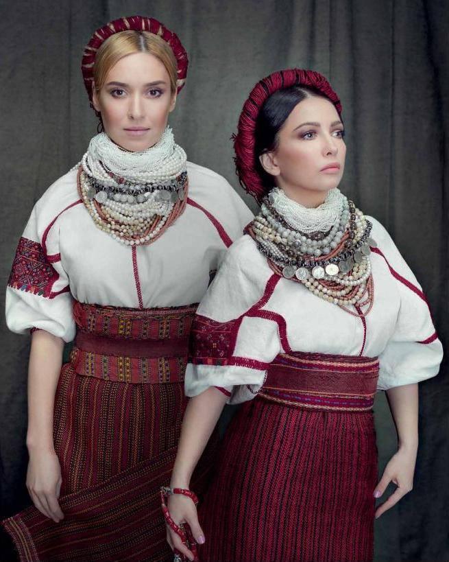 Українські співачки вдягнули національні костюми для благодійного ... d6fc5a68d67ff