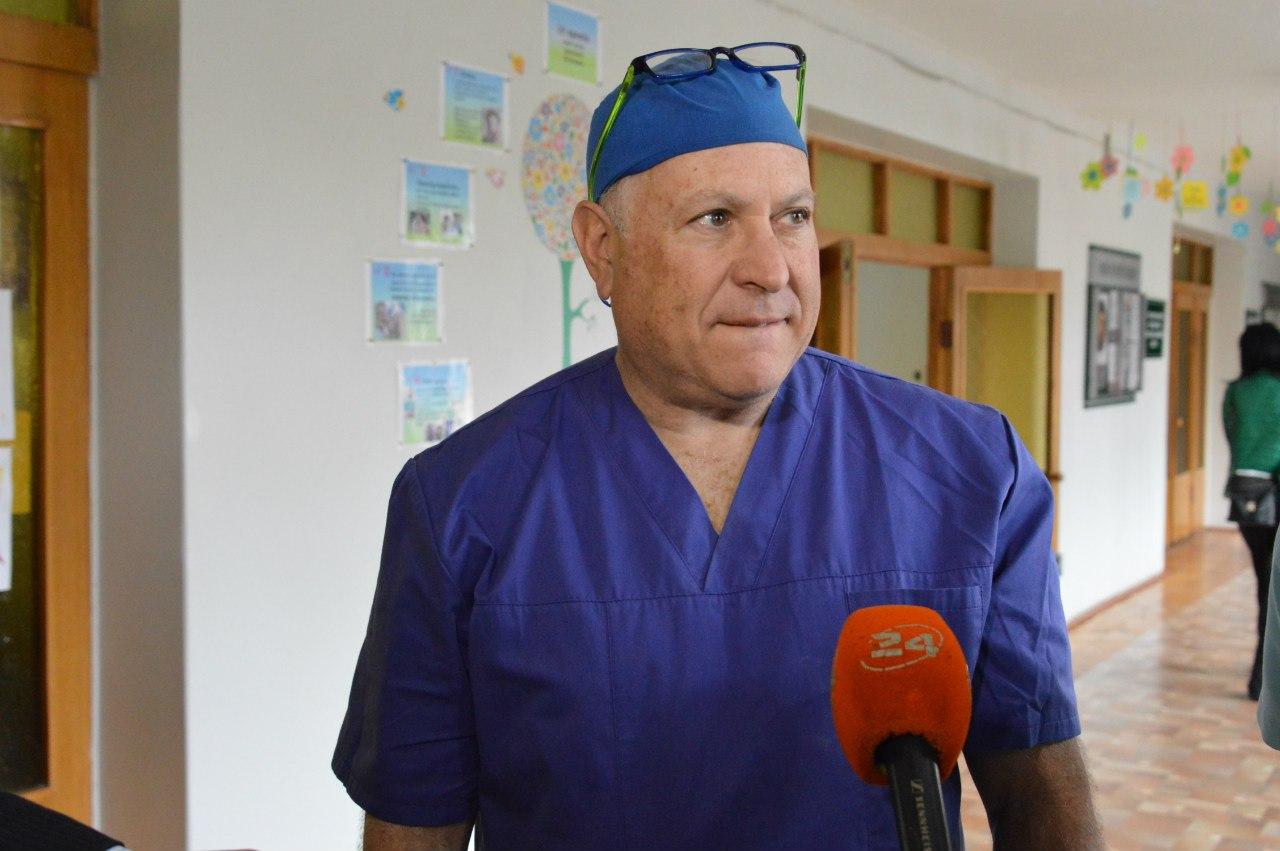 Відомий американський отохірург приїхав на Прикарпаття (відеосюжет)