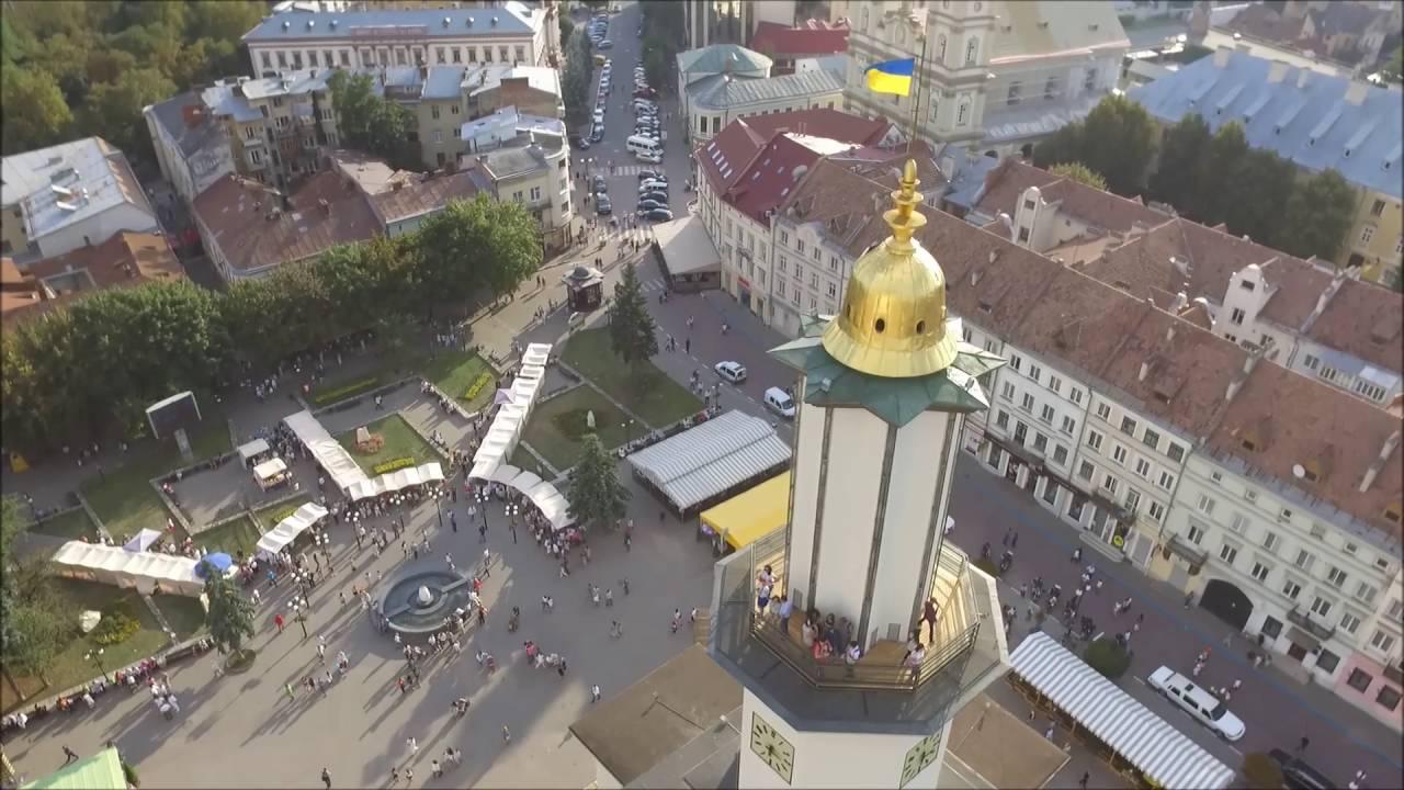 Франківець розповів, як вперше над міською ратушою замайорів синьо-жовтий стяг