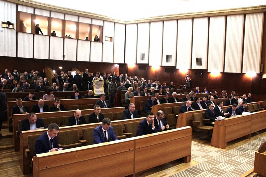 ЧЕСНО дослідило, як прикарпатські депутати відвідують сесії