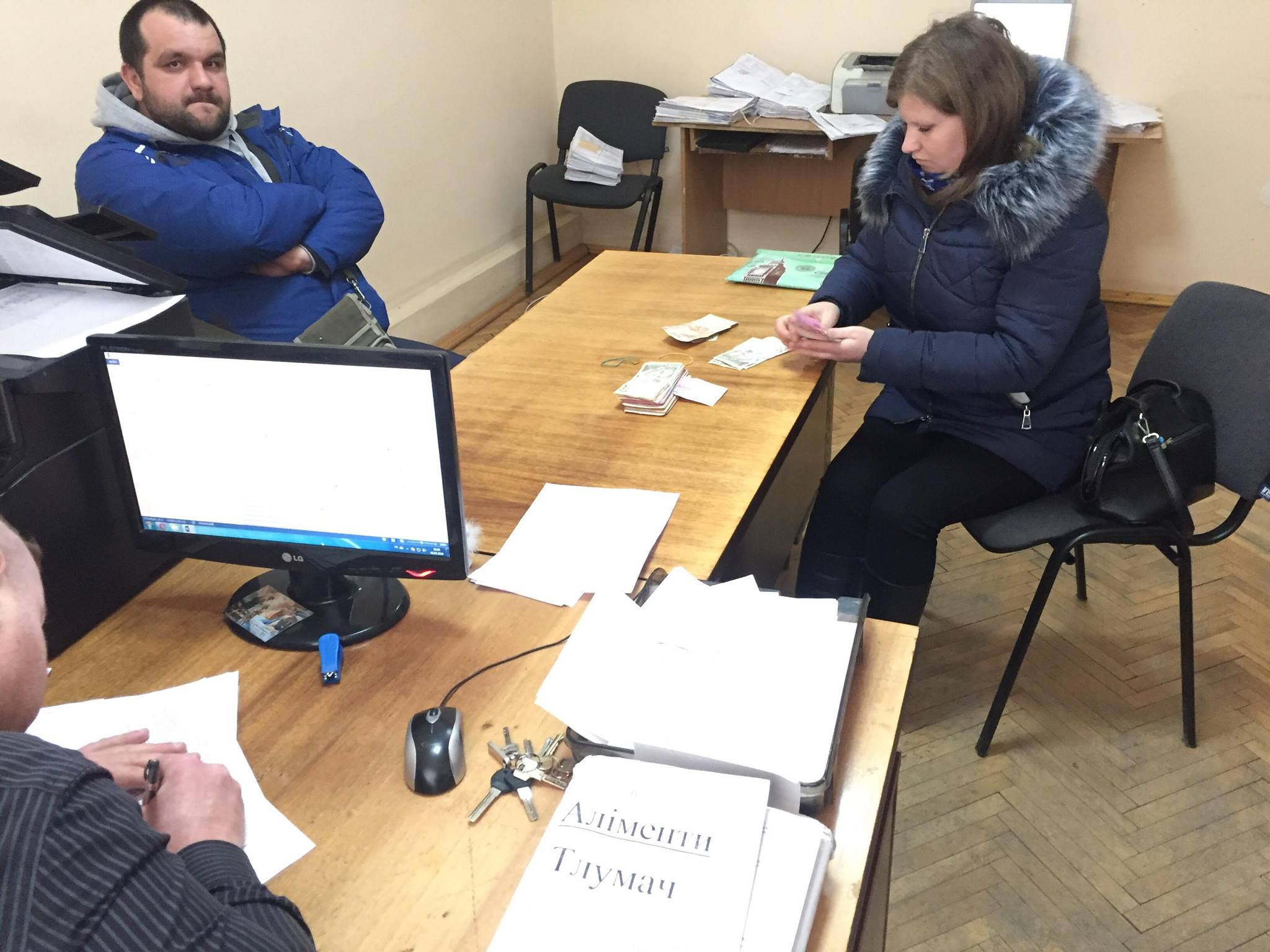 На Прикарпатті злісному неплатнику аліментів заборонили виїзд за кордон і вилучили водійські права