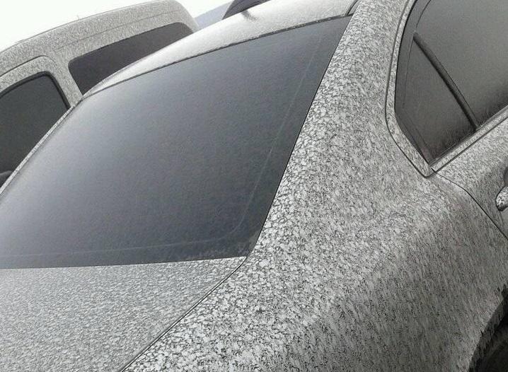 У Бурштині падає «токсичний сніг» (фотофакт)