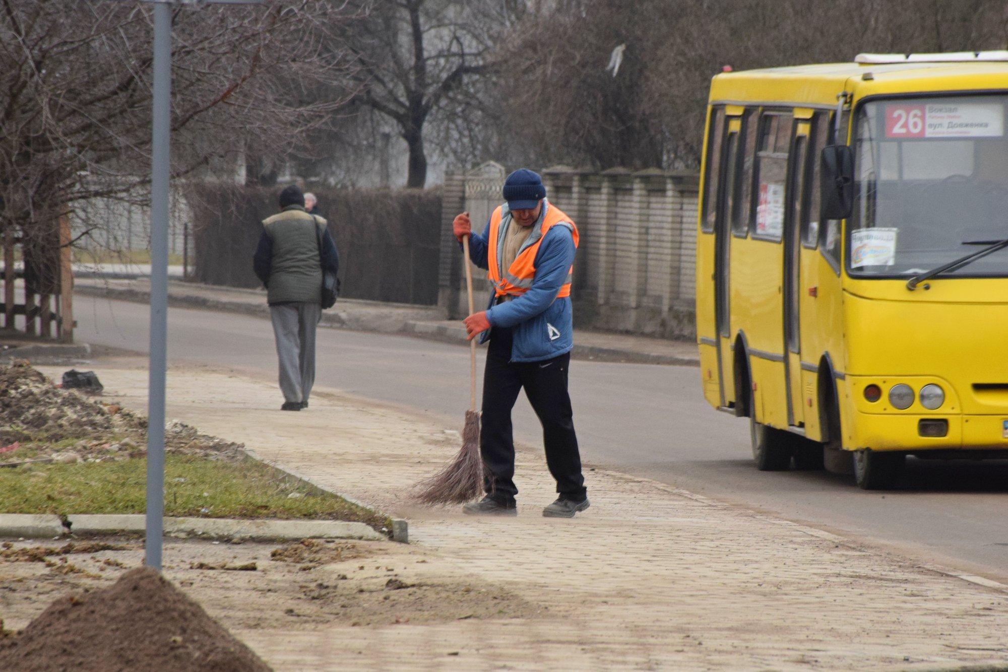 У Івано-Франківську комунальні підприємства шукають працівників. Зарплата близько 10 тисяч гривень