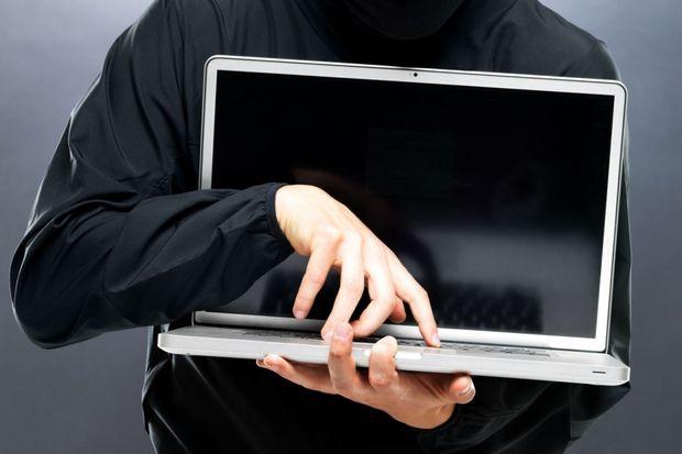 """Результат пошуку зображень за запитом """"Шахраї продовжують полювання на довірливих громадян. Найпоширенішим способом обману залишається продаж товарів через Інтернет. На сайтах злодії безперешкодно розміщують повідомлення про продаж та чекають, коли покупець їм подзвонить. Найдовірливіших вони без надзусиль обдурюють."""""""
