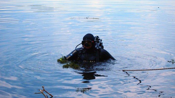 У Бурштинському водосховищі вже четверту добу шукають тіло зниклого рибалки