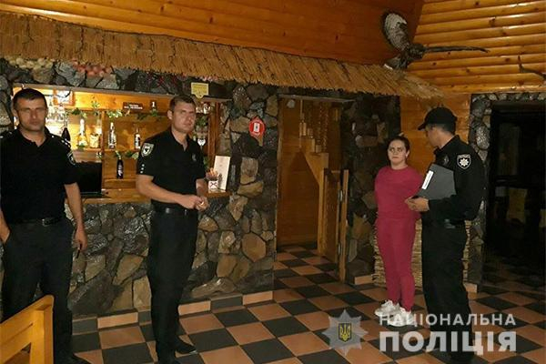Поліцейські провели рейд торговими та розважальними закладами Надвірнянщини (фоторепортаж)