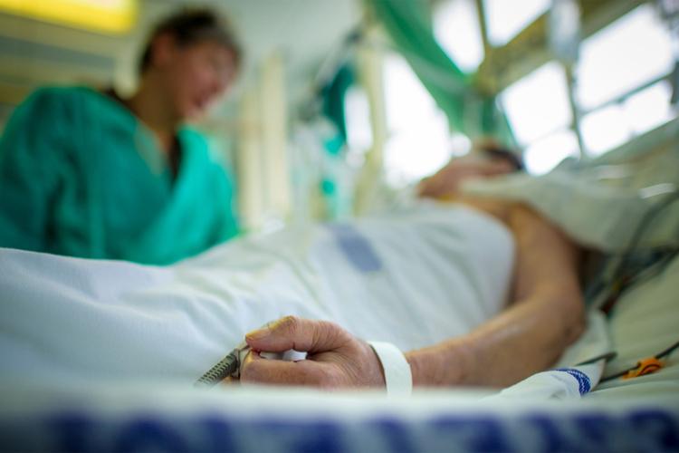 В інфекційну лікарню, у важкому стані, госпіталізовано прикарпатця із діагнозом «ботулізм»