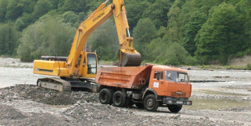 На Прикарпатті триває боротьба з незаконним видобутком корисних копалин