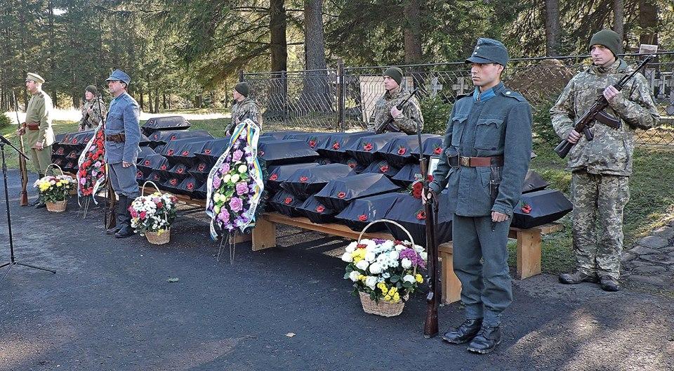 У Татарові перепоховали останки солдатів, які загинули у Карпатах під час Першої світової війни (фоторепортаж)