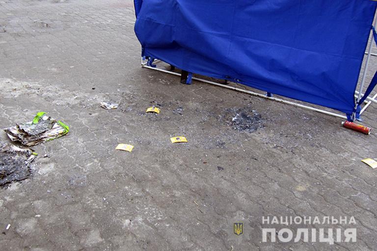 У Галичі молодик підпалив агітаційну палатку