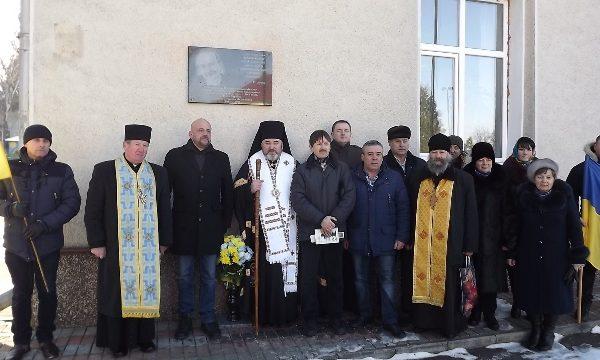 На Прикарпатті відкрили меморіальну дошку В'ячеславу Чорноволу