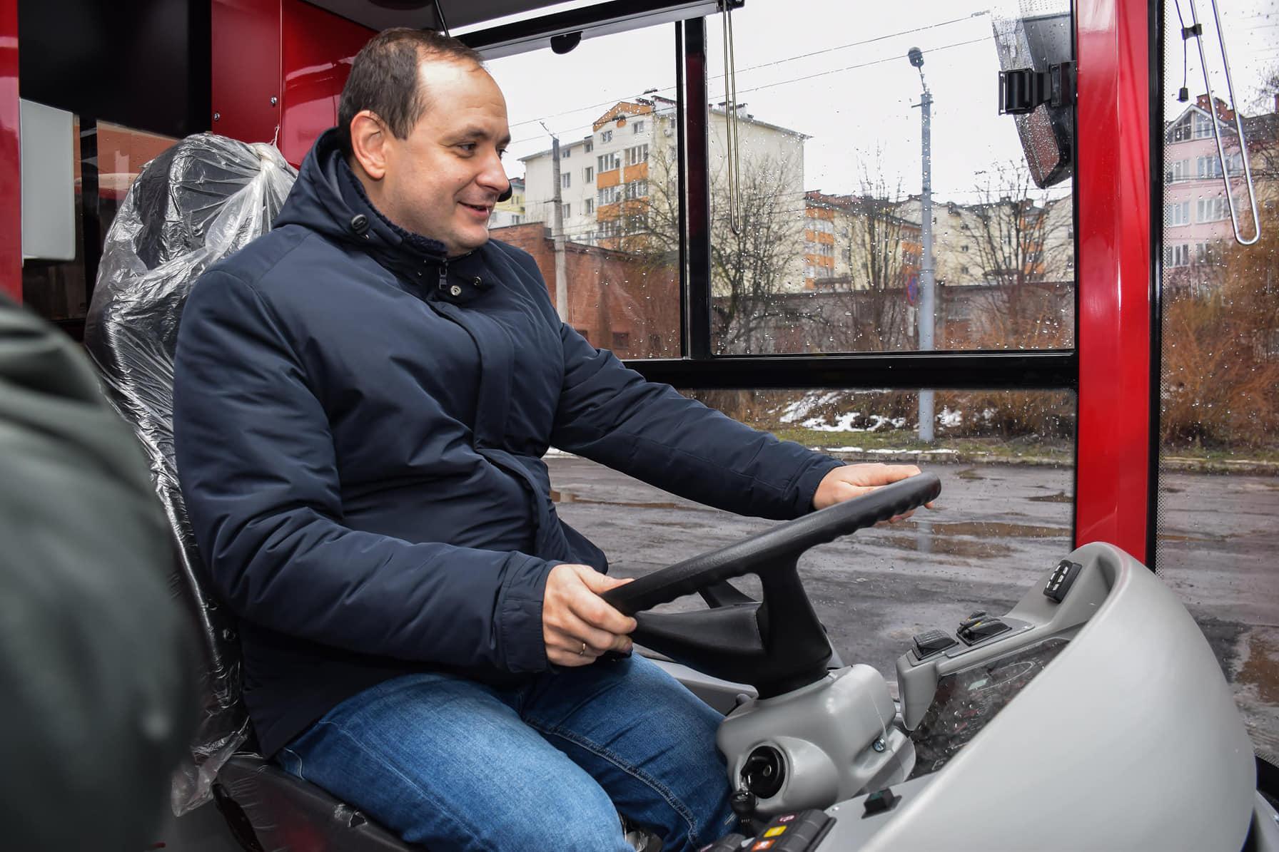 """Франківськ отримав перших 12 автобусів """"Богдан"""""""