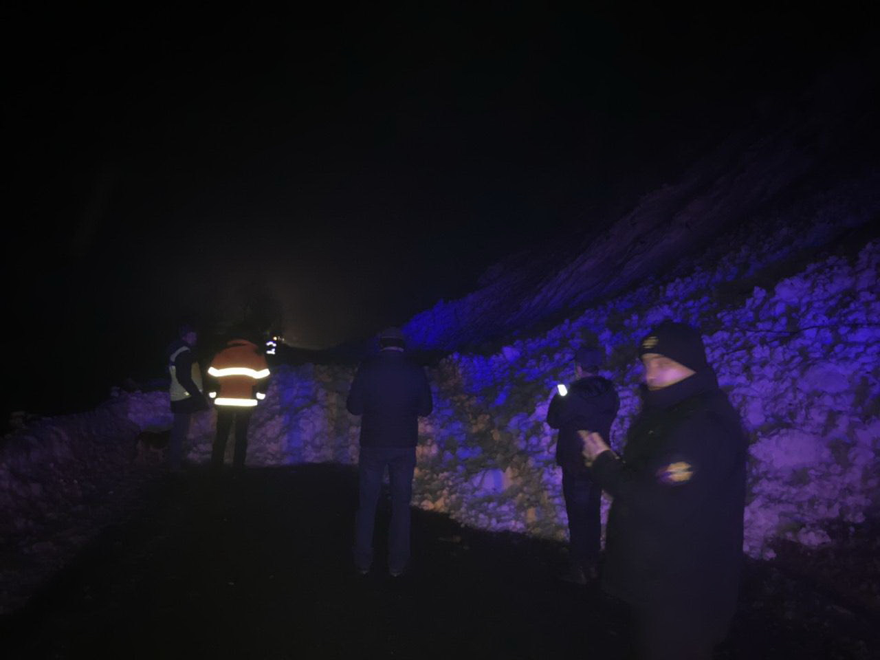 """Величезна лавина перекрила дорогу """"Мукачево – Івано-Франківськ"""" (фотофакт)"""