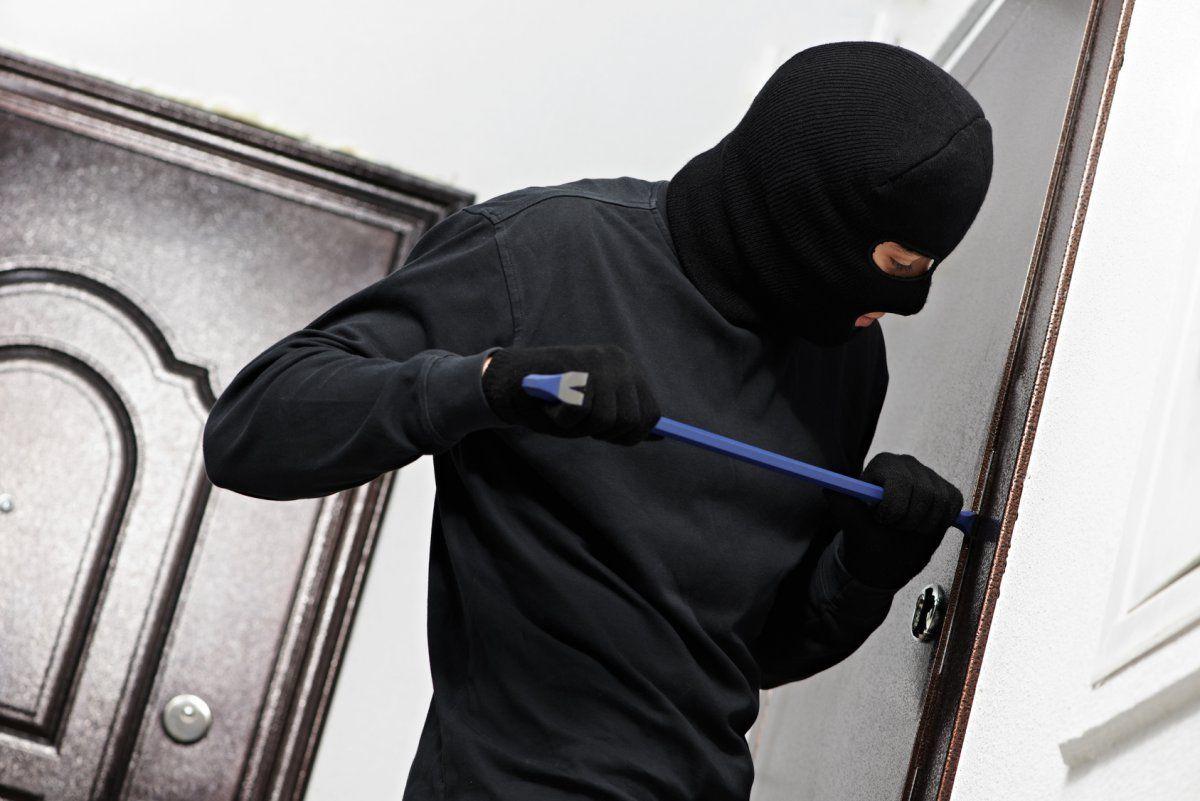 Поліцейські Івано-Франківщини радять, як вберегти житло від злодіїв