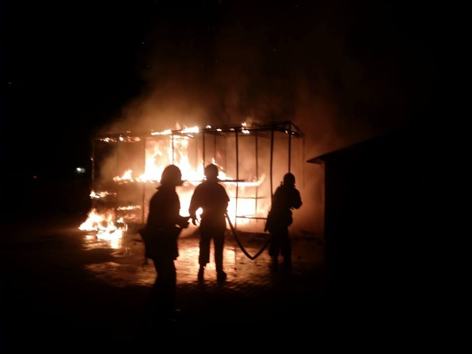 В Прикарпатському містечку спалахнула дитяча ігрова кімната (фоторепортаж)