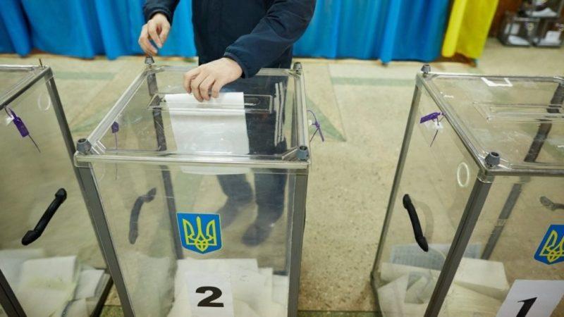 Івано-Франківщина: у Брошневі забули поставити печатки на понад 800 бюлетенів