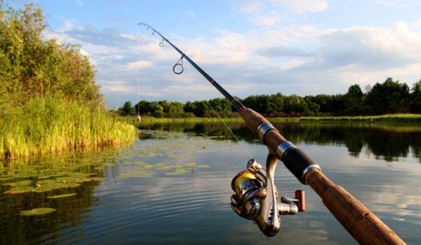 У Франківську спіймали двох рибалок-браконьєрів