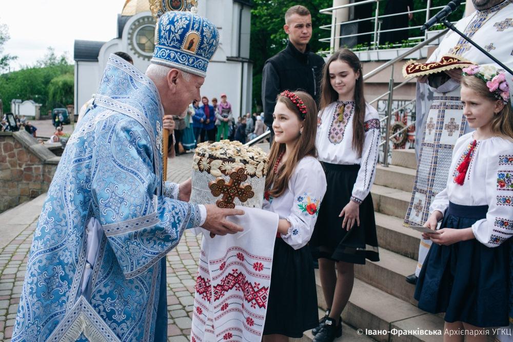 Тисячі прочан з Прикарпаття молилися в Зарваниці (фоторепортаж)