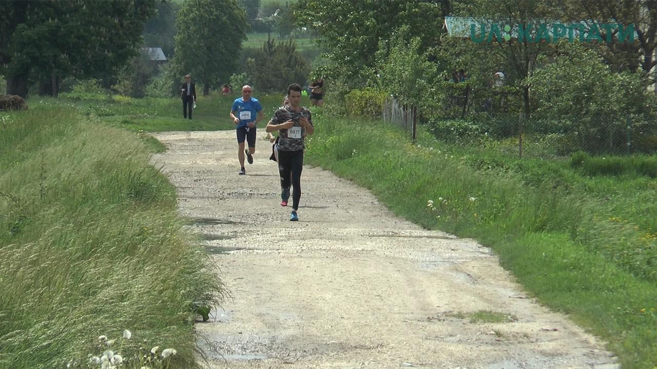 На Тлумаччині прикарпатці пробігли стежками австрійської залізниці (відеосюжет)