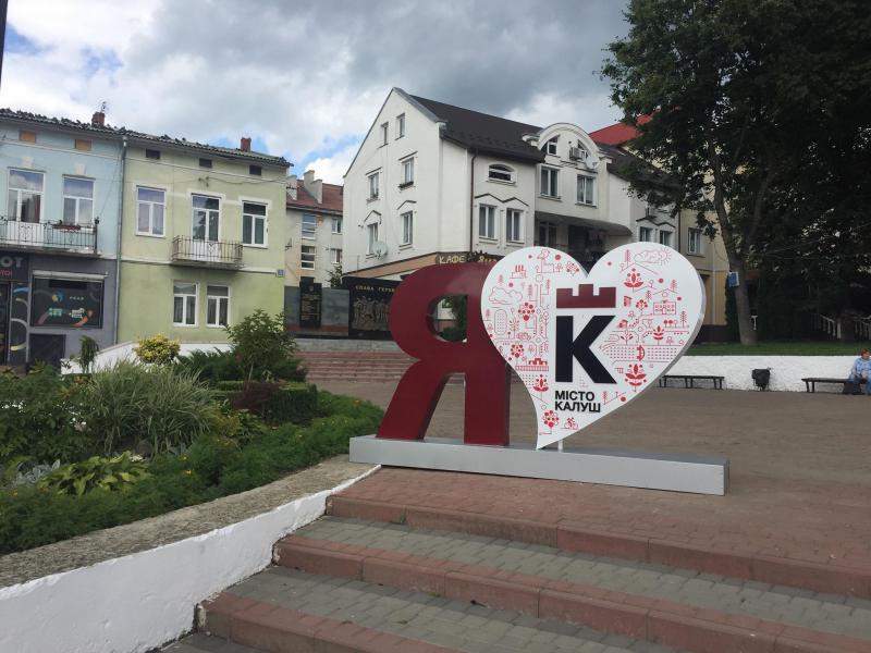 На центральній площі Калуша встановили нову фотозону (фоторепортаж)