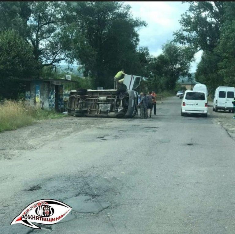На Рожнятівщині перекинувся  автомобіль (фоторепортаж)