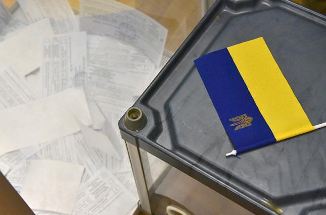 На Франківщині день виборів розпочався з дрібних порушень