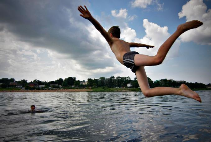 Франківські рятувальники не дозволили купатися у небезпечному місці групі відпочиваючих громадян