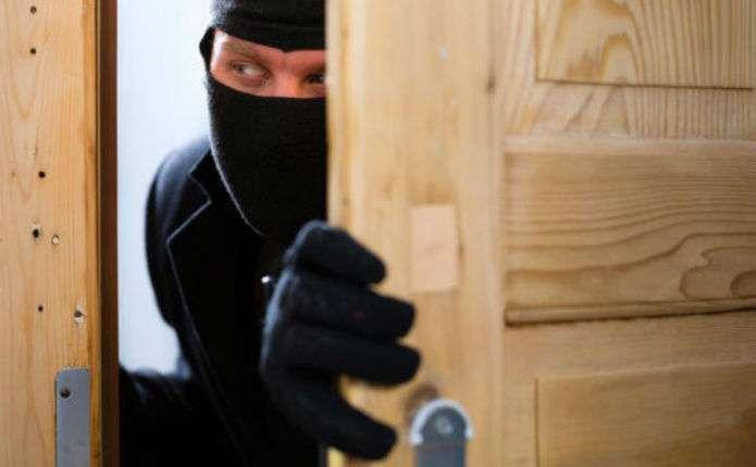 Поліцейські оголосили підозру чоловіку, який обкрадав квартиру калушанина