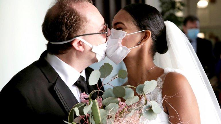 Проведення весілля під час карантину: рекомендації та застереження